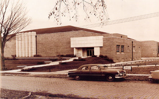 Lamkin Gymnasium named after President UEL拉姆金 was built in 1959 to accommodate the growing demands of athletic activities.