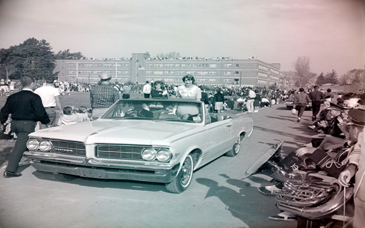 Following the 1962 Football Game, the 归国 Queen is driven away in a convertible.