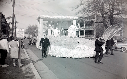 The 1962 Northwest 归国 Parade was one of many elaborate floats like this tribute to the Olympics.