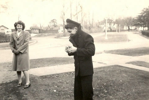 President UEL拉姆金 was able to get the Navy V-12 and V-5 training programs at Northwest.  Northwest 1945 graduate and computing pioneer, Jean Jennings Bartik, stands outside her Maryville residence on 4th Street chatting with one of the men in the Navy V-12 program.