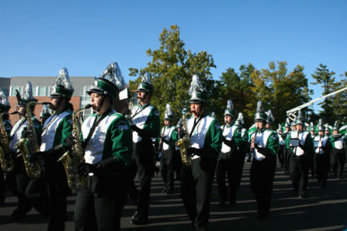 The Northwest Marching Band strut their musical stuff during the 2007 Northwest 归国 Parade.